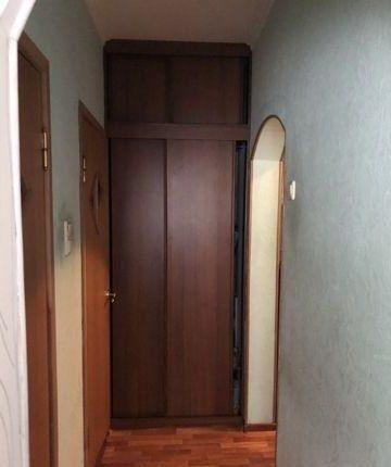 В хорошем доме сдается 2х комнатная отличная квартира с балконам и высоким потол